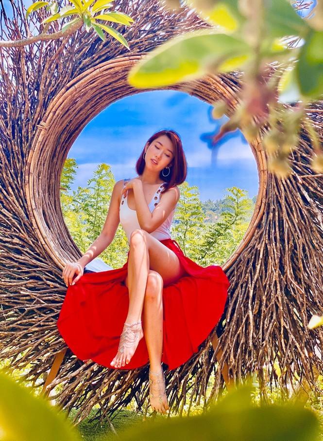 Thuý Ngân hiếm hoi diện bikini, khoe vòng eo 'con kiến' nóng bỏng ở Bali - ảnh 2