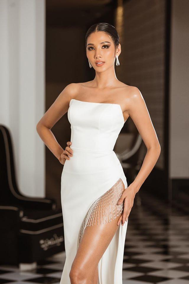 Hoàng Thuỳ tái xuất sau Miss Universe, khoe chân thon 'cực phẩm' - ảnh 2
