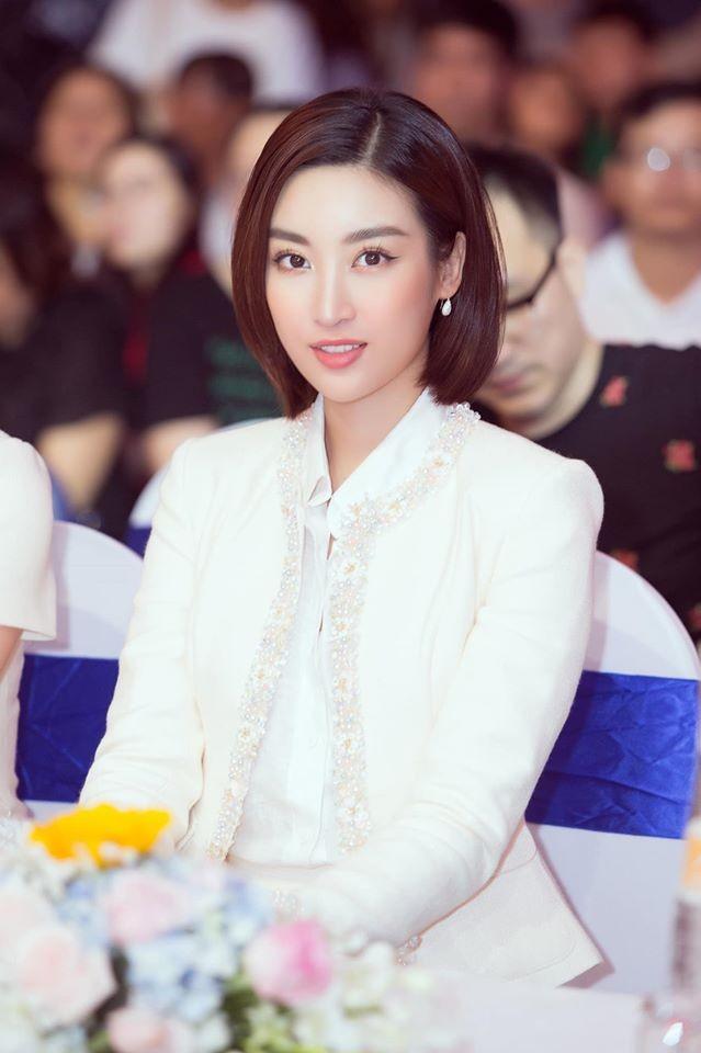 Hoàng Thuỳ tái xuất sau Miss Universe, khoe chân thon 'cực phẩm' - ảnh 9