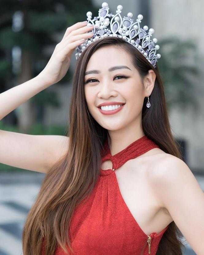 Hoàng Thuỳ tái xuất sau Miss Universe, khoe chân thon 'cực phẩm' - ảnh 7