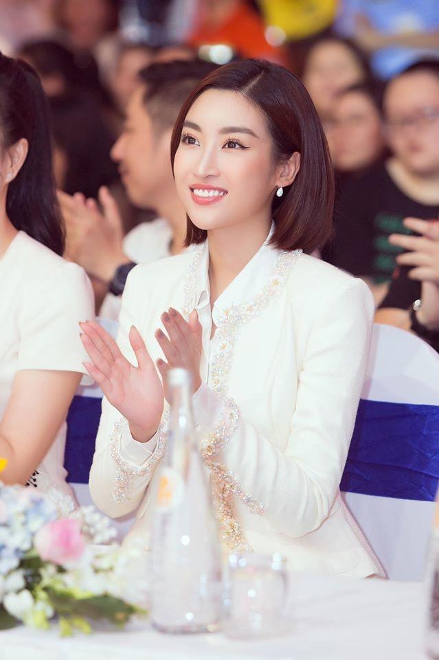 Hoàng Thuỳ tái xuất sau Miss Universe, khoe chân thon 'cực phẩm' - ảnh 10