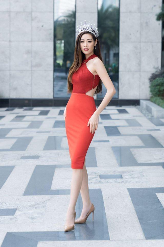 Hoàng Thuỳ tái xuất sau Miss Universe, khoe chân thon 'cực phẩm' - ảnh 5