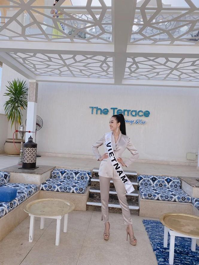 Hoàng Thuỳ tái xuất sau Miss Universe, khoe chân thon 'cực phẩm' - ảnh 14