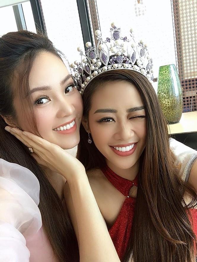 Hoàng Thuỳ tái xuất sau Miss Universe, khoe chân thon 'cực phẩm' - ảnh 8