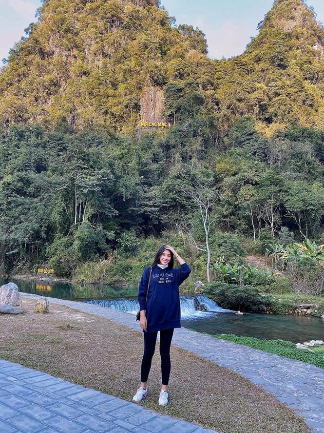 Hoàng Thuỳ tái xuất sau Miss Universe, khoe chân thon 'cực phẩm' - ảnh 15