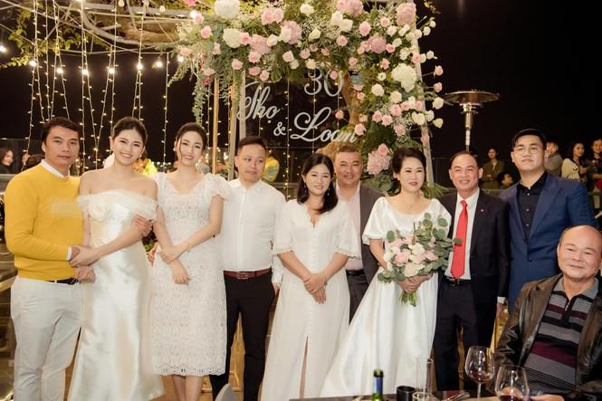 Bố mẹ Á hậu Thanh Tú tổ chức tiệc 30 năm ngày cưới hoành tráng và lãng mạn - ảnh 6