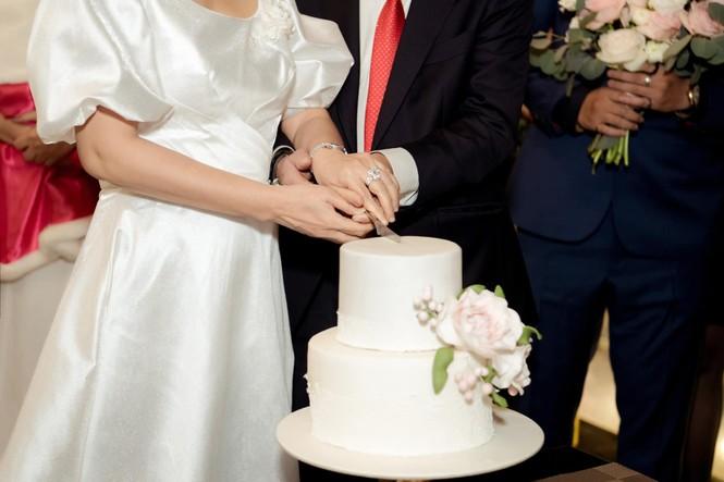 Bố mẹ Á hậu Thanh Tú tổ chức tiệc 30 năm ngày cưới hoành tráng và lãng mạn - ảnh 5