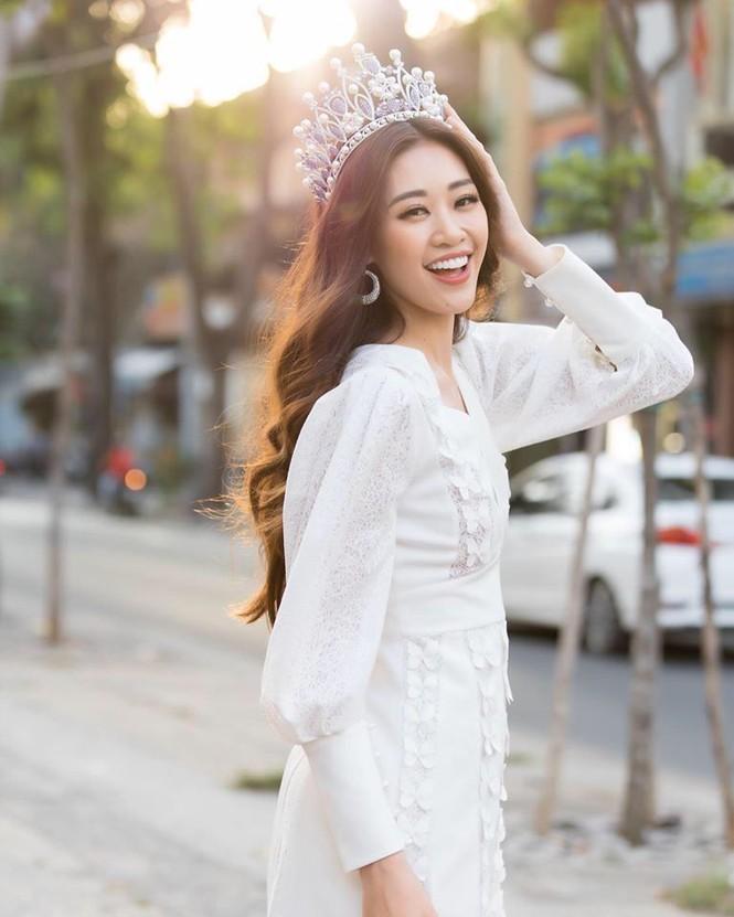 Hoa hậu Lương Thuỳ Linh khoe vòng một gợi cảm với váy trễ vai đỏ rực - ảnh 5
