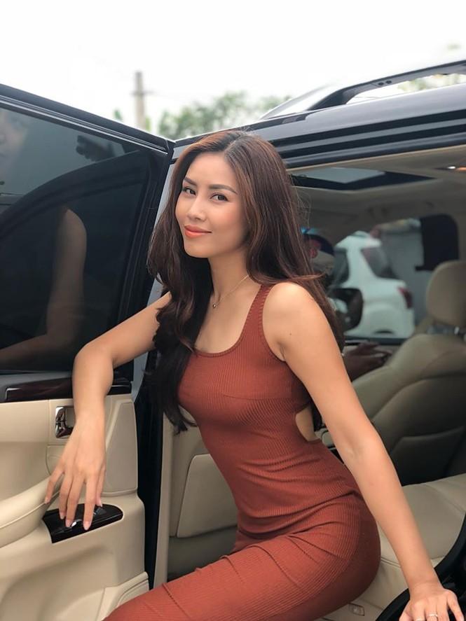 Hoa hậu Lương Thuỳ Linh khoe vòng một gợi cảm với váy trễ vai đỏ rực - ảnh 14