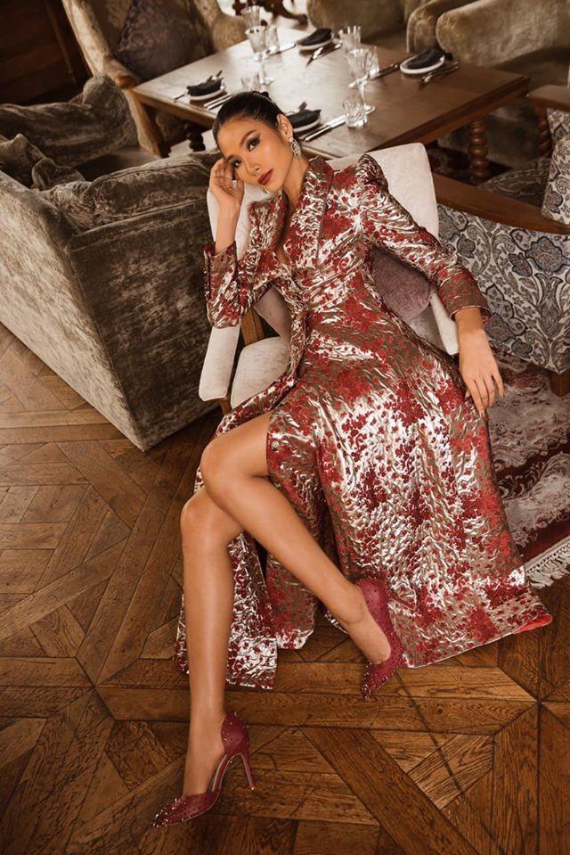 Hoa hậu Lương Thuỳ Linh khoe vòng một gợi cảm với váy trễ vai đỏ rực - ảnh 8