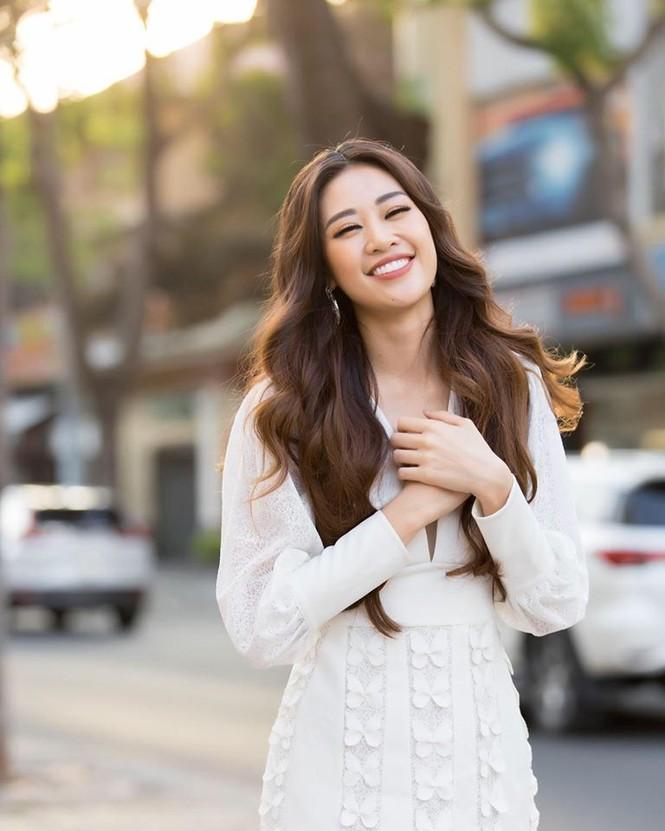 Hoa hậu Lương Thuỳ Linh khoe vòng một gợi cảm với váy trễ vai đỏ rực - ảnh 6