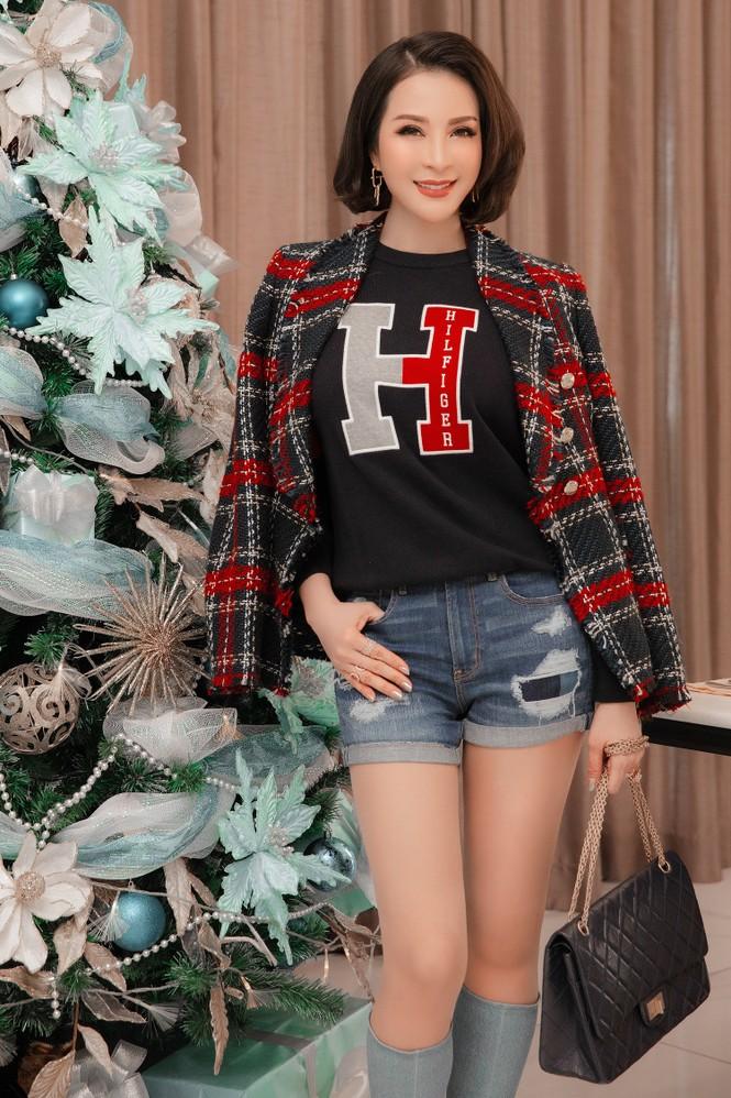 MC Thanh Mai khoe dáng gợi cảm trong biệt thự triệu đô mùa Giáng Sinh - ảnh 8