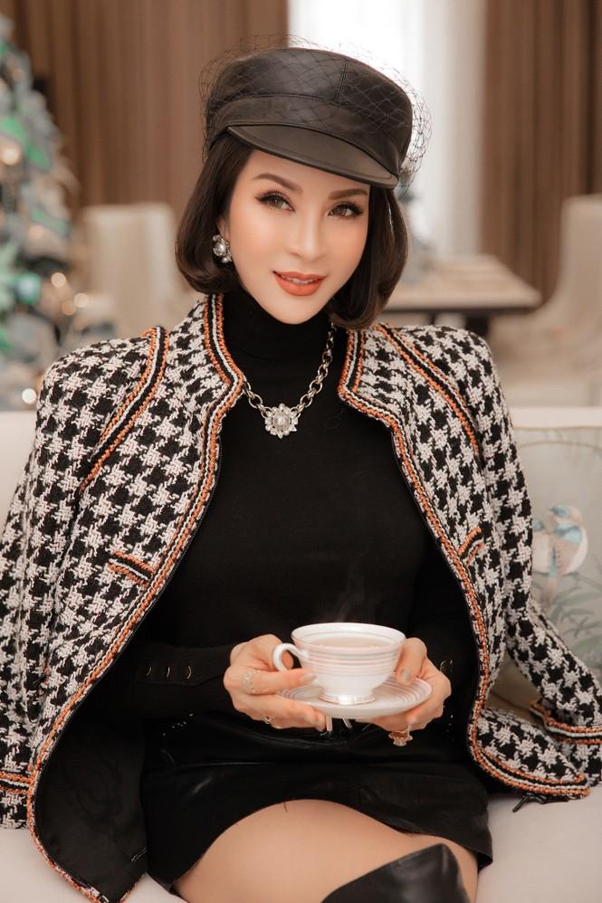 MC Thanh Mai khoe dáng gợi cảm trong biệt thự triệu đô mùa Giáng Sinh - ảnh 10