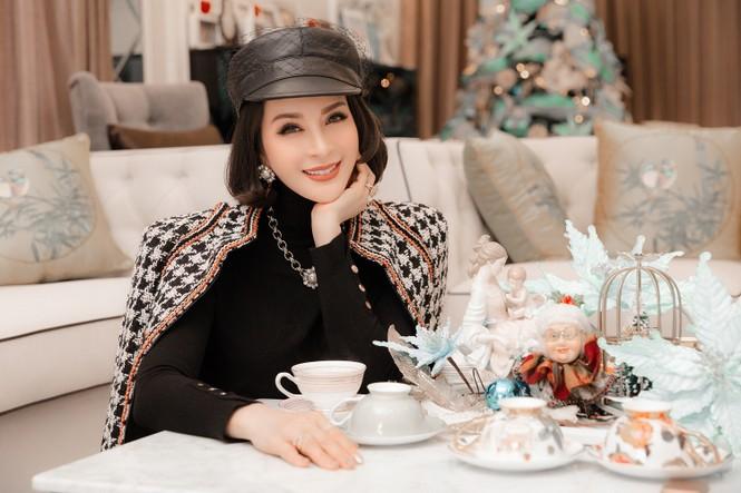 MC Thanh Mai khoe dáng gợi cảm trong biệt thự triệu đô mùa Giáng Sinh - ảnh 11