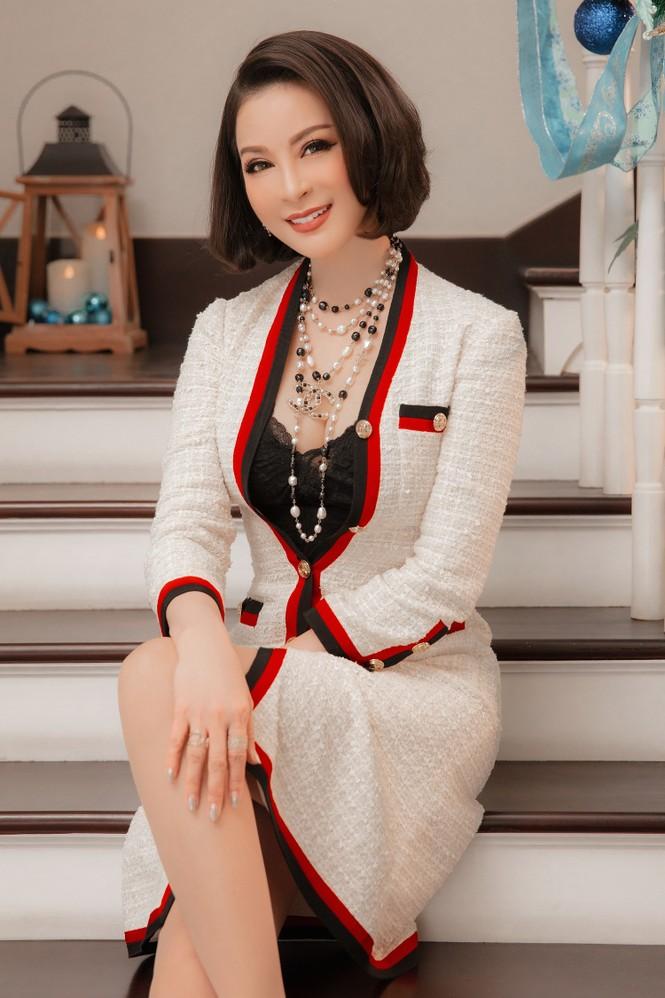 MC Thanh Mai khoe dáng gợi cảm trong biệt thự triệu đô mùa Giáng Sinh - ảnh 4