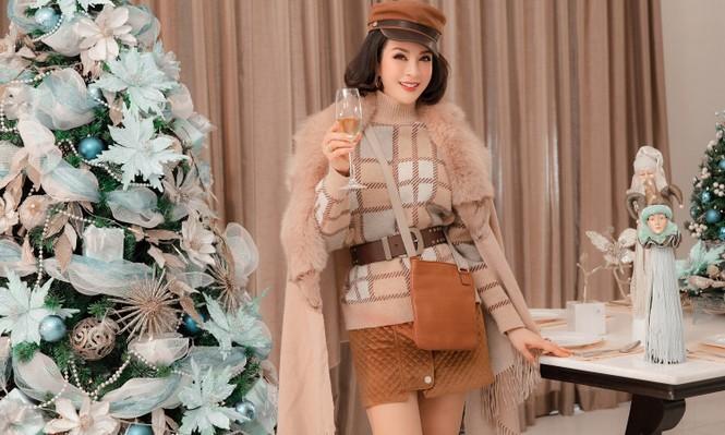 MC Thanh Mai khoe dáng gợi cảm trong biệt thự triệu đô mùa Giáng Sinh - ảnh 6