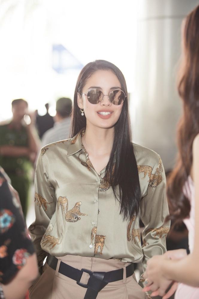Hoa hậu thế giới Megan Young uống trà đá vỉa hè khi vừa đến Việt Nam - ảnh 2