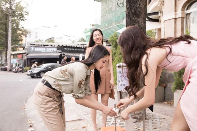 Hoa hậu thế giới Megan Young uống trà đá vỉa hè khi vừa đến Việt Nam - ảnh 10
