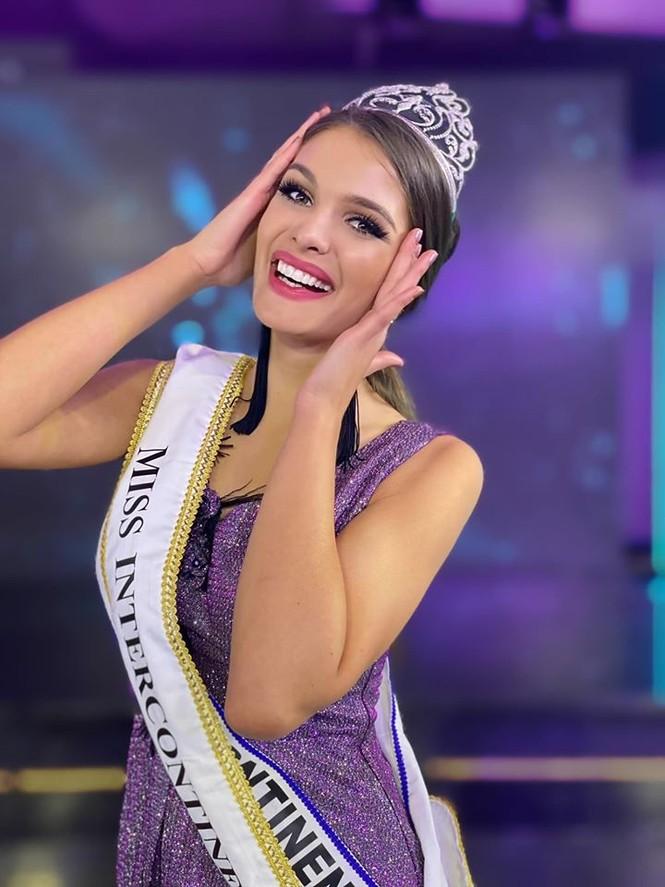 Đường cong 'bỏng mắt' của mỹ nhân Hungary vừa đăng quang Hoa hậu Liên lục địa - ảnh 1