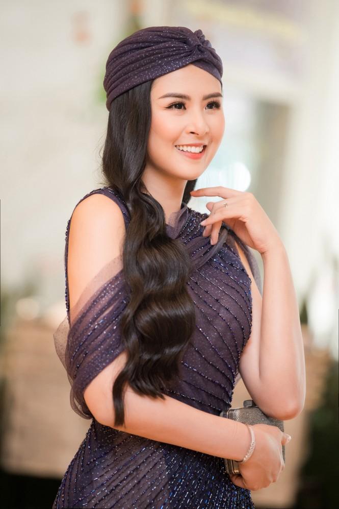 Hoa hậu Ngọc Hân mặc váy xuyên thấu gợi cảm sau khi rò rỉ ảnh dạm ngõ  - ảnh 4