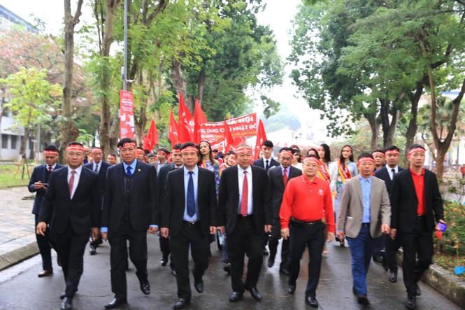 Hàng ngàn người diễu hành hưởng ứng ngày hội Chủ nhật Đỏ lần thứ XII - ảnh 2