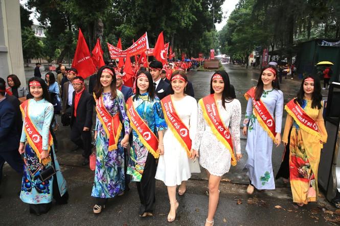 Hàng ngàn người diễu hành hưởng ứng ngày hội Chủ nhật Đỏ lần thứ XII - ảnh 8