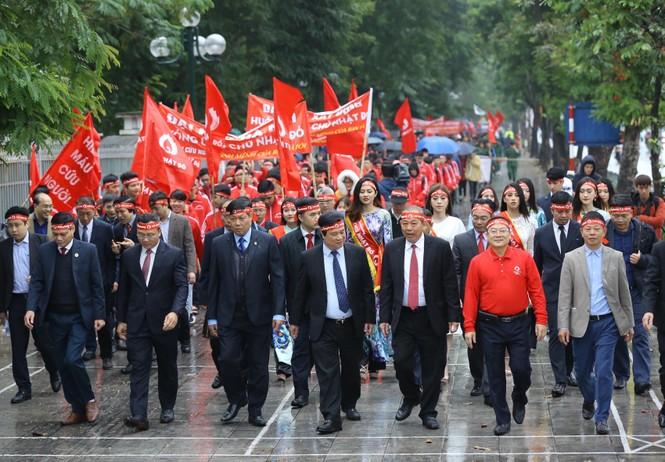 Hàng ngàn người diễu hành hưởng ứng ngày hội Chủ nhật Đỏ lần thứ XII - ảnh 5