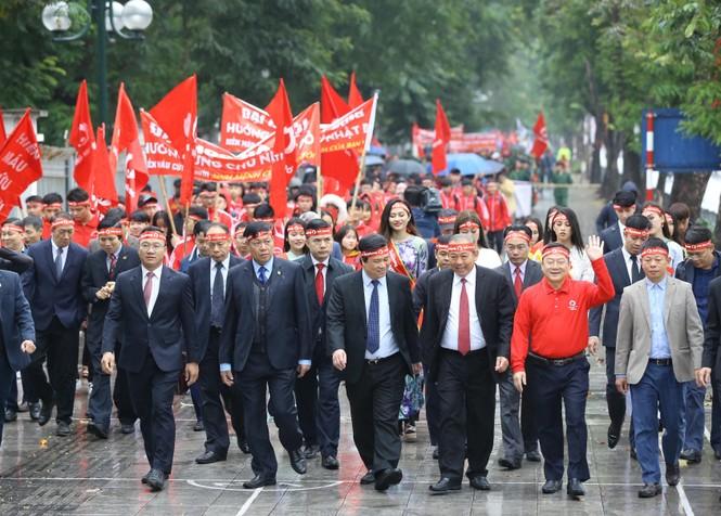 Hàng ngàn người diễu hành hưởng ứng ngày hội Chủ nhật Đỏ lần thứ XII - ảnh 4