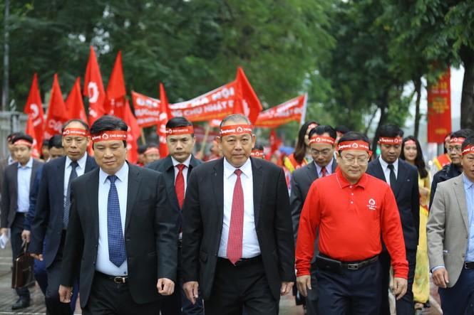 Hàng ngàn người diễu hành hưởng ứng ngày hội Chủ nhật Đỏ lần thứ XII - ảnh 3