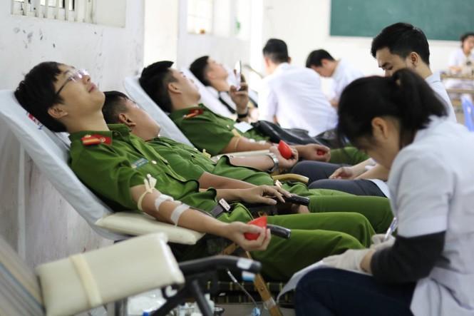 Hàng ngàn sinh viên Thủ đô tham gia hiến máu tại Chủ nhật Đỏ - ảnh 9