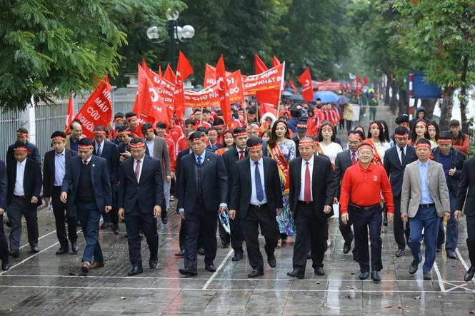 Hàng ngàn người diễu hành hưởng ứng ngày hội Chủ nhật Đỏ lần thứ XII - ảnh 6