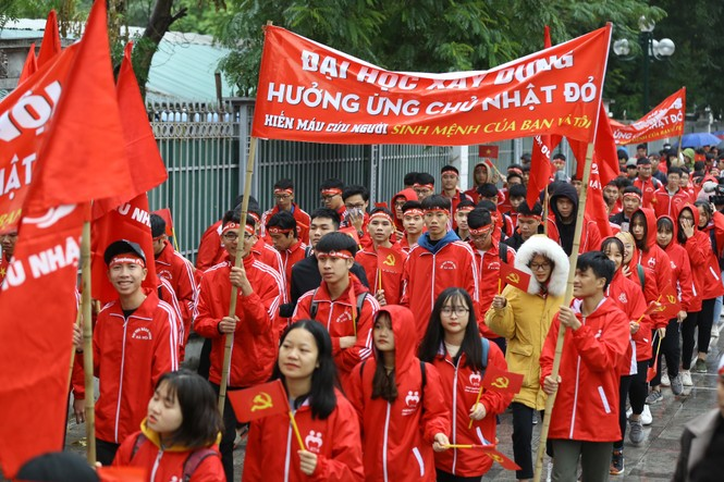 Hàng ngàn người diễu hành hưởng ứng ngày hội Chủ nhật Đỏ lần thứ XII - ảnh 16
