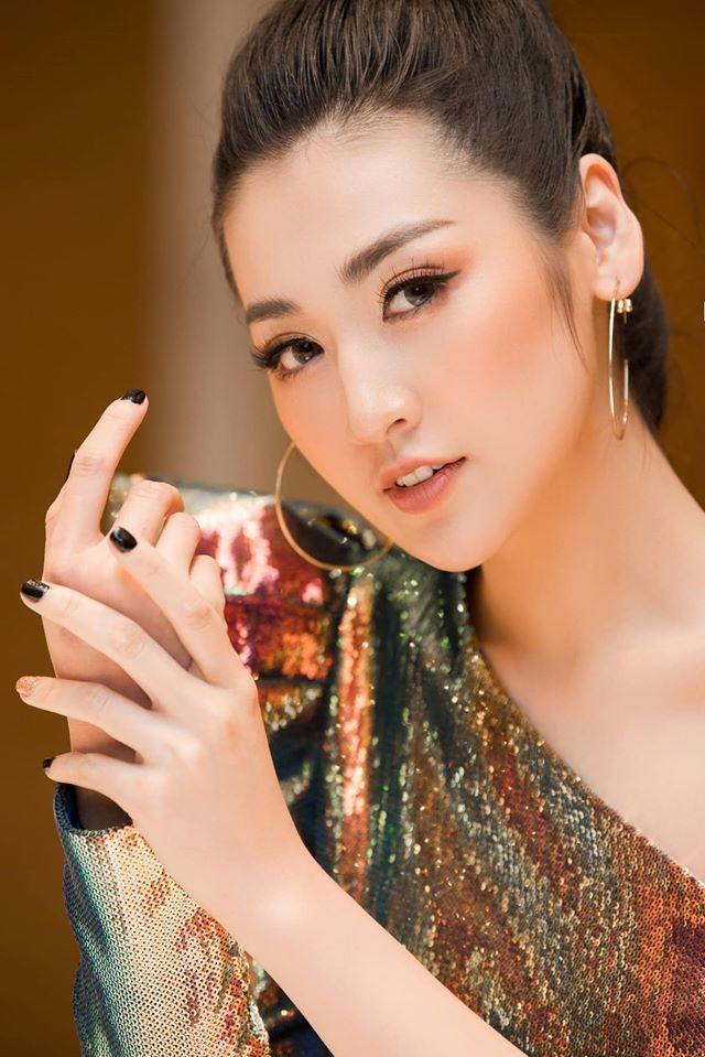 Tường San khoe vai trần yêu kiều, Hoàng Thuỳ bất ngờ cắt tóc ngắn trẻ trung - ảnh 11