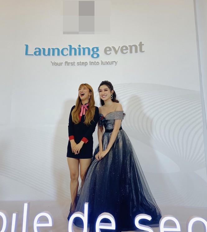 Huyền My lộng lẫy tựa công chúa, 'đọ sắc' cùng nữ ca sĩ Hàn Quốc Luna f(x) - ảnh 8