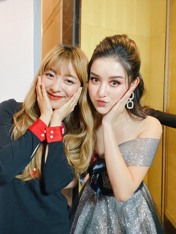 Huyền My lộng lẫy tựa công chúa, 'đọ sắc' cùng nữ ca sĩ Hàn Quốc Luna f(x) - ảnh 6