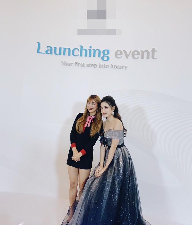 Huyền My lộng lẫy tựa công chúa, 'đọ sắc' cùng nữ ca sĩ Hàn Quốc Luna f(x) - ảnh 7