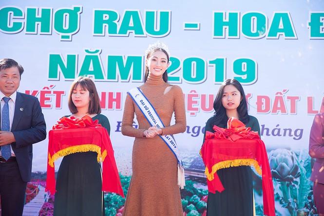 Lương Thuỳ Linh mặc đầm ôm sát dáng đẹp như nữ thần - ảnh 6