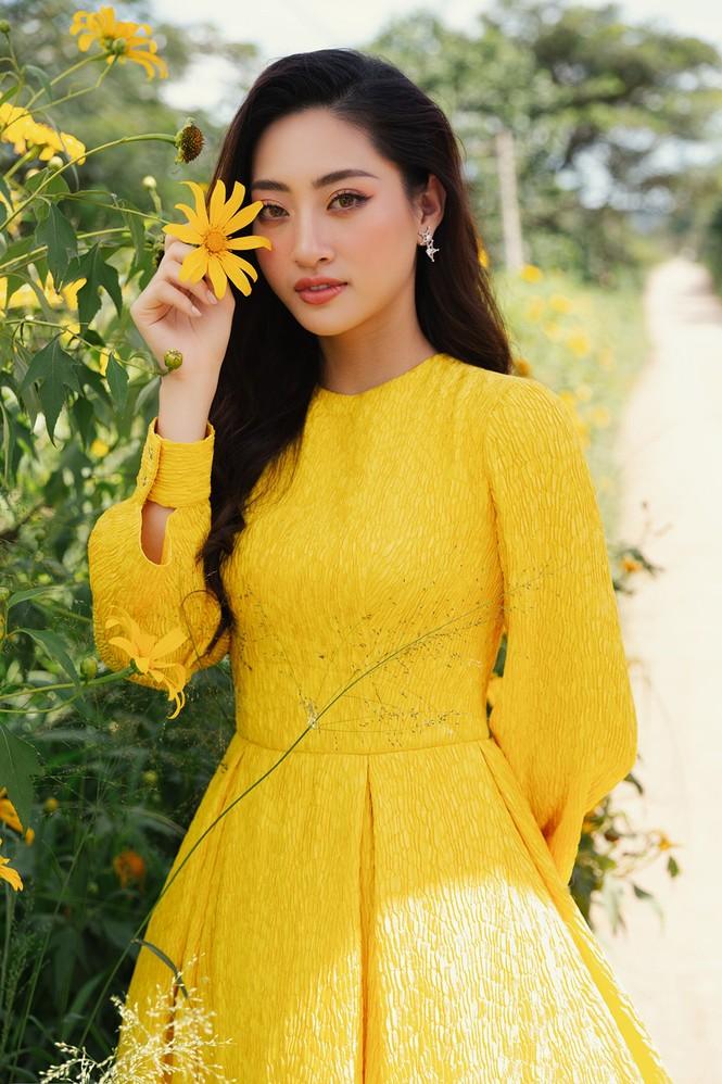 Lương Thuỳ Linh mặc đầm ôm sát dáng đẹp như nữ thần - ảnh 7