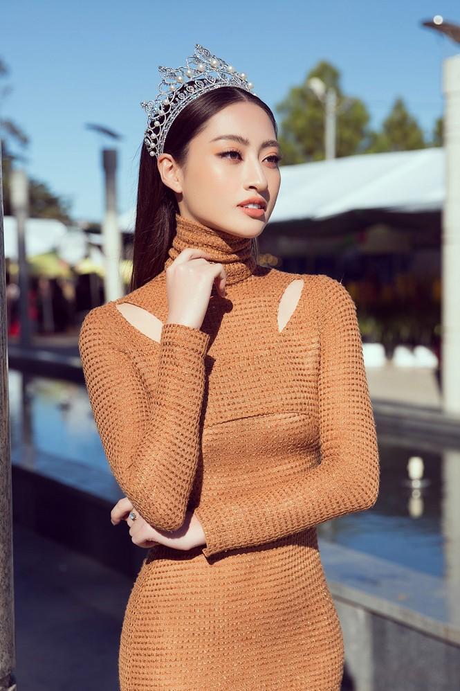 Lương Thuỳ Linh mặc đầm ôm sát dáng đẹp như nữ thần - ảnh 3