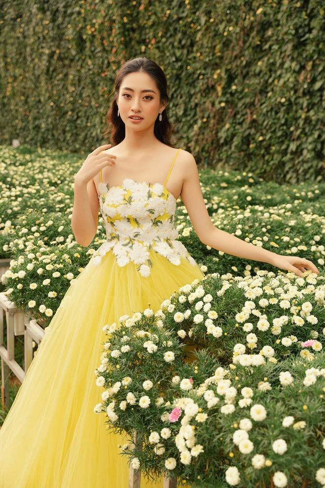 Lương Thuỳ Linh mặc đầm ôm sát dáng đẹp như nữ thần - ảnh 9