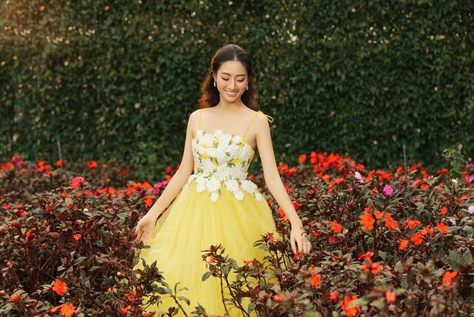 Lương Thuỳ Linh mặc đầm ôm sát dáng đẹp như nữ thần - ảnh 10