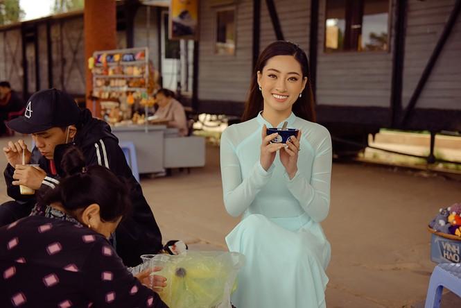 Lương Thuỳ Linh mặc đầm ôm sát dáng đẹp như nữ thần - ảnh 12