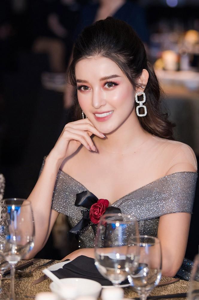 Huyền My lộng lẫy tựa công chúa, 'đọ sắc' cùng nữ ca sĩ Hàn Quốc Luna f(x) - ảnh 4