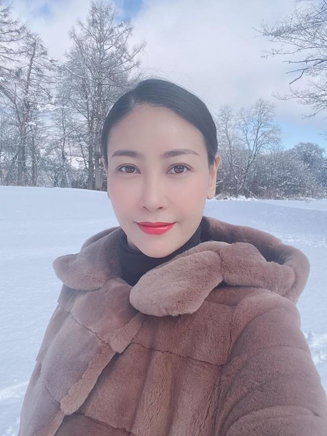 Hoa hậu Tiểu Vy mặc bikini khoe ba vòng 'cực phẩm' đón Giáng Sinh  - ảnh 8