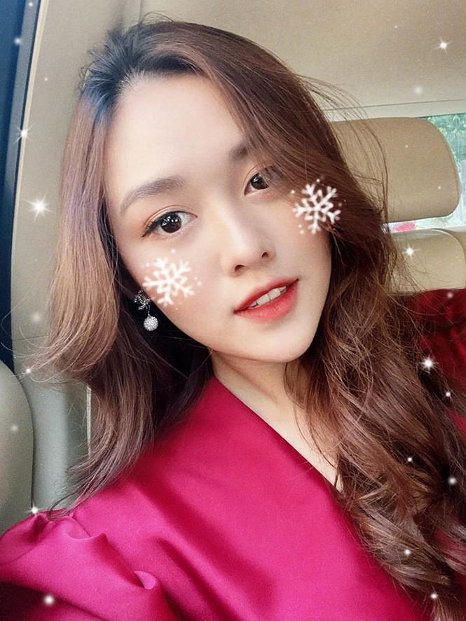Hoa hậu Tiểu Vy mặc bikini khoe ba vòng 'cực phẩm' đón Giáng Sinh  - ảnh 15