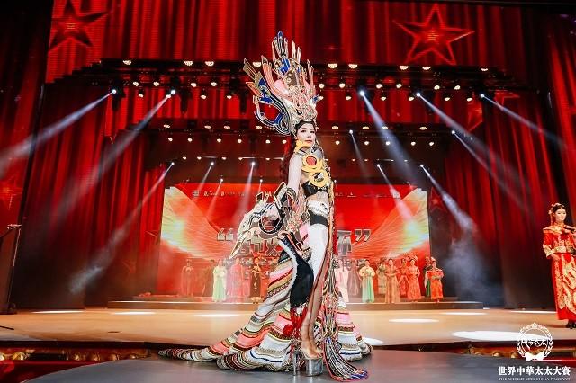 Đại diện Việt Nam Oanh Lê đăng quang Mrs International World 2019 - ảnh 4
