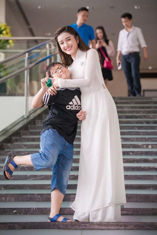 Hội em trai 'soái ca' của dàn Hoa, Á hậu Việt khiến fans 'bấn loạn' - ảnh 1