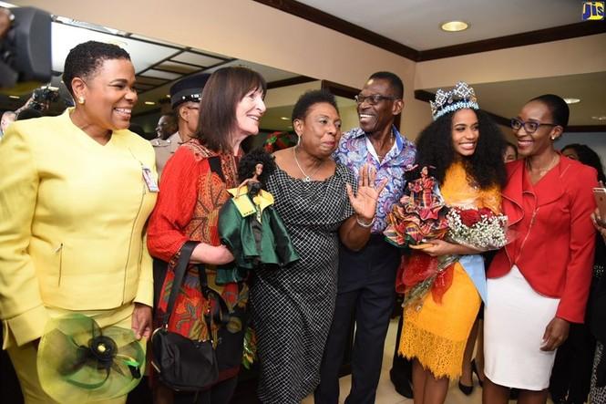 Hoa hậu thế giới được thủ tướng Jamaica chào đón khi về thăm quê nhà  - ảnh 3