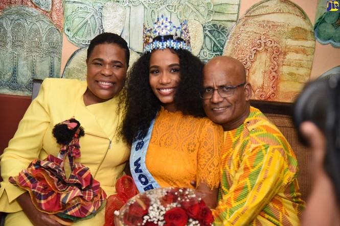 Hoa hậu thế giới được thủ tướng Jamaica chào đón khi về thăm quê nhà  - ảnh 4