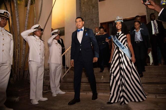 Hoa hậu thế giới được thủ tướng Jamaica chào đón khi về thăm quê nhà  - ảnh 8